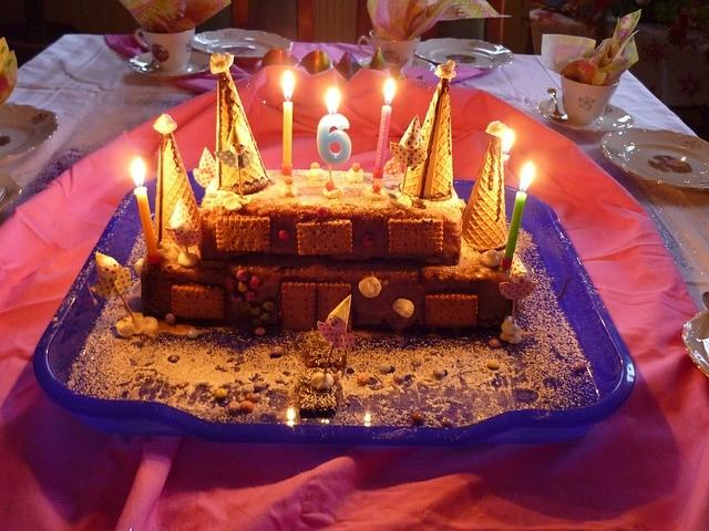 Der Geburtstagskuchen darf natürlich nicht fehlen. pixabay.com© EME CC0 1.0