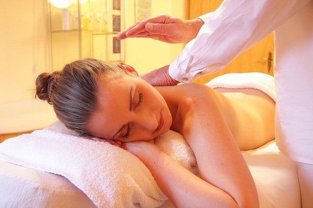 Entspannung und Wellness schenken gestressten Müttern wieder Kraft. (Quelle: rhythmuswege (CC0-Lizenz)/ pixabay.com)