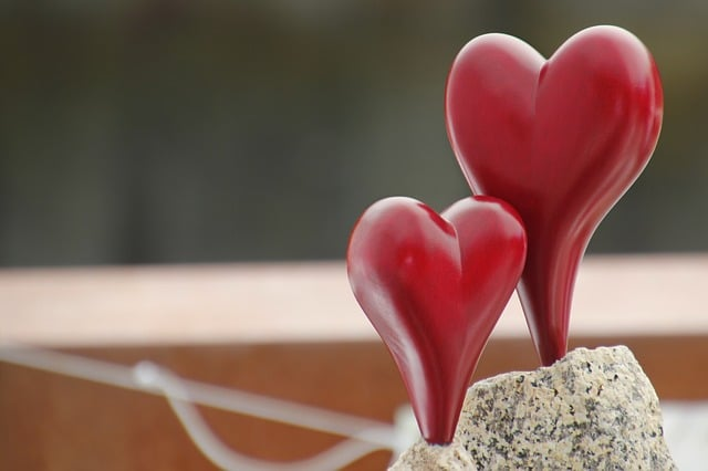 Dekorationsideen und -artikel rund um den Valentinstag gibt es viele, vor allem Herzen gehören unbedingt dazu