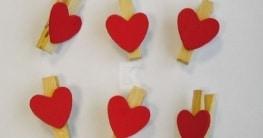 Holz-Miniklammern mit roten Herzen, 6 Stück - 1