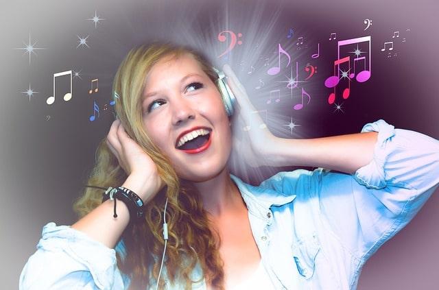 Karaoke kann ein Angebot Ihrer Mottoparty zum ESC sein, denken Sie aber auch die passende Deko für Tisch und Wohnung